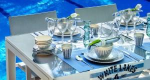 Mesa en tonos azules y blancos. Fuente: lifestyle.trendencias.com/