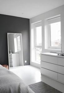 espejo-dormitorio-casa-poco-luminosa